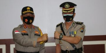 PELANTIKAN: Kapolda Kaltara Irjen Pol Drs. Bambang Kristiyono (kiri) bersama Kabid Humas AKBP Budi Rachmat, S.I.K., M.Si. (Foto: Dok Polda Kaltara)