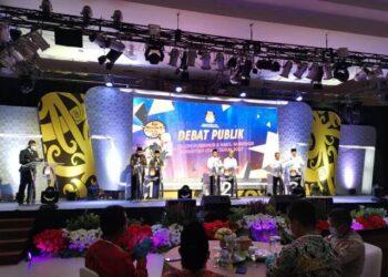 Debat publik pasangan calon Gubernur dan Wakil Gubernur Kaltara di ballroom hotel Tarakan Plaza, Minggu malam (25/10/2020). (foto: Dok KPU Provinsi Kaltara)