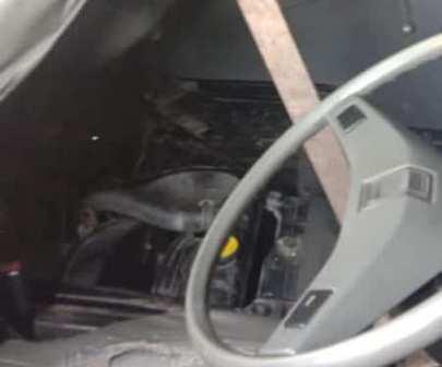 Mobil Andi Rusdi kehilangan aki. (foto:  istimewa)