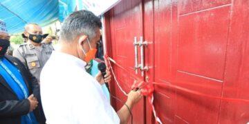 Wali Kota Tarakan dr. H. Khairul M.Kes meresmikan PTSP Pondok Pesantren Raudhatul Quran, di Jalan Cahaya Baru Kelurahan Karang Harapan pada Rabu (18/11/2020). (foto: Humas Setda Tarakan)
