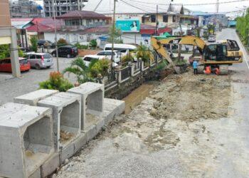 Pembenahan drainase di kawasan ibukota Kaltara, Tanjung Selor ini merupakan salah satu kegiatan infrastruktur yang didanai APBD Kaltara. (Humas Provinsi Kaltara)