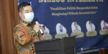 Pjs Gubernur Kaltara, Teguh Setyabudi saat membuka Dialog Interaktif: Pendidikan Politik Masyarakat Dalam Persiapan Pilkada Serentak 2020, Kamis (19/11) sore. (foto: Humas Provinsi Kaltara)