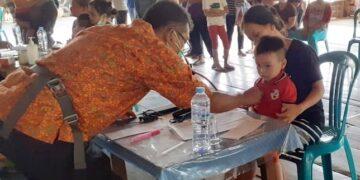 Tim Dokter Terbang saat melakukan pelayanan kesehatan gratis di Pujungan, baru-baru ini. (foto: Humas Provinsi Kaltara)