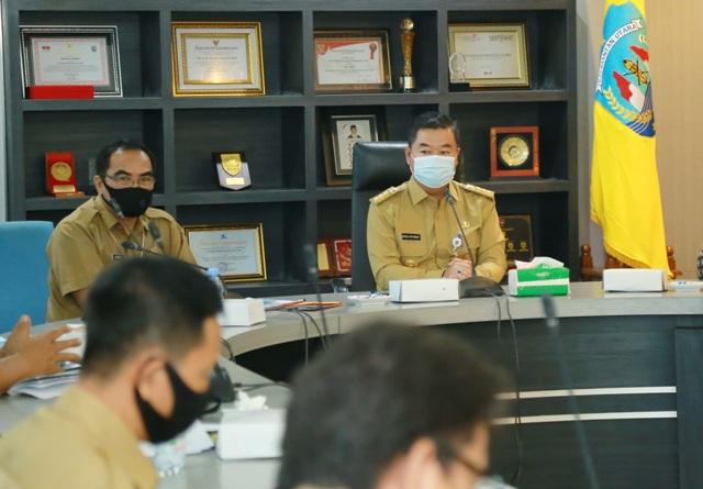 Pjs Gubernur Kaltara, Teguh Setyabudi saat menghadiri Monev Capaian Rencana Aksi Pencegahan Korupsi Terintegrasi, Senin (23/11). (foto: Humas Provinsi Kaltara)