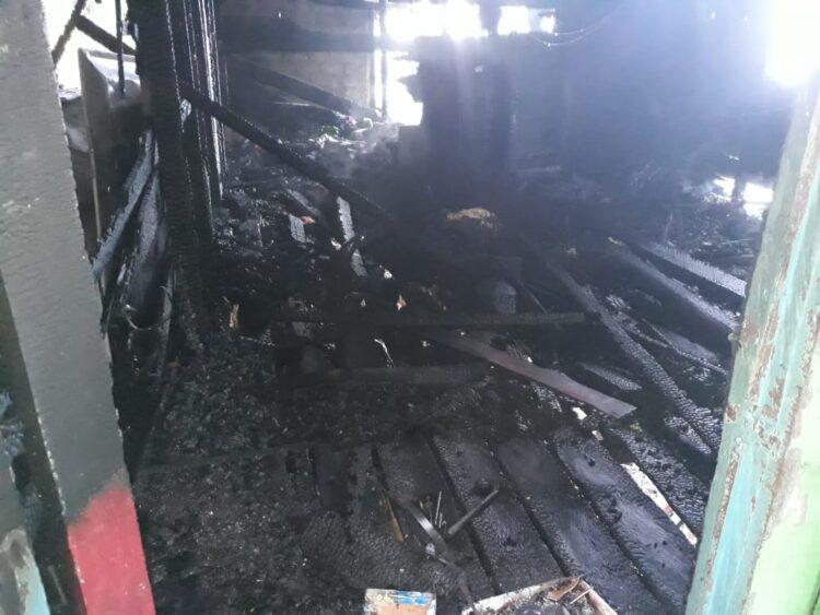 Kondisi rumah di jalan Misaya 1 RT 1 nomor 21 Kelurahan Juata Laut, Kecamatan Tarakan Utara setelah terbakar. (foto: Dok PMK Kota Tarakan)
