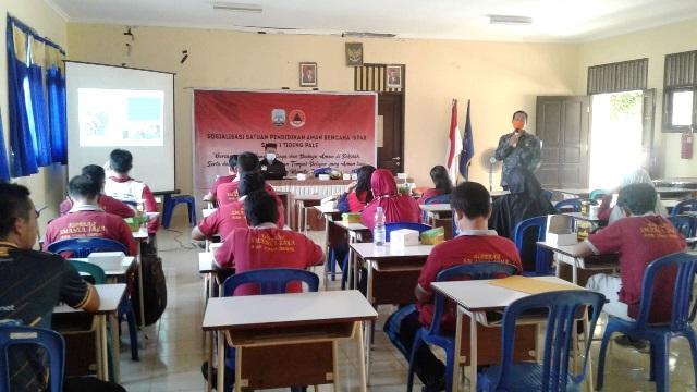 Tim BPBD Kaltara saat mensosialisasikan program SPAB di SMA 1 Unggulan Tideng Pale, belum lama ini. (foto: Humas Provinsi Kaltara)