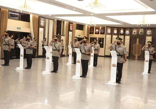 Sejumlah pejabat Polri dilantik oleh Kapolri di Rupatama Polri, Jakarta Selatan, Jumat (20/11). (foto: Mabes Polri)