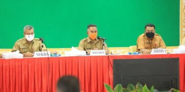 Wali Kota Tarakan dr. H. Khairul M.Kes (tengah) memimpin agenda jumpa pagi di lingkungan Pemkot Tarakan di Gedung Serbaguna Kantor Wali Kota Tarakan, pada Selasa (1/12/2020). (foto: Dok Humas Setda Tarakan)