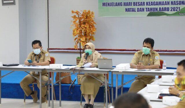 Kepala DPKP Kaltara, Wahyuni Nuzban (tengah) saat mengikuti Rakor Hari Besar Keagamaan, Selasa (1/12). (Humas Provinsi Kaltara)