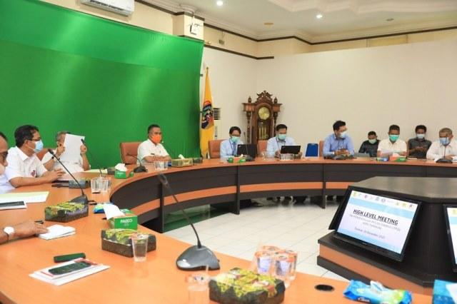 Wali Kota Tarakan, dr. H. Khairul M.Kes Memimpin rapat koordinasi TPID Tarakan dalam rangka menjelang Natal dan Tahun Baru Tahun 2021 dan launching aplikasi Sicatur Kopi di Ruang Kerja Wali Kota Tarakan, Rabu (16/12/2020).
