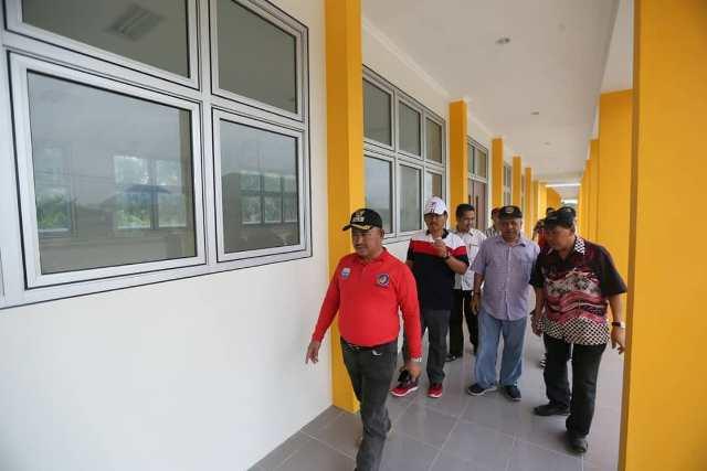Wali Kota Tarakan dr. H. Khairul M.Kes dan jajarannya meninjau gedung SDN 032 Tanjung Batu di Jalan Pantai Amal Lama, Tanjung Batu pada 5 Januari 2020 lalu. (foto: Humas Setda Tarakan)