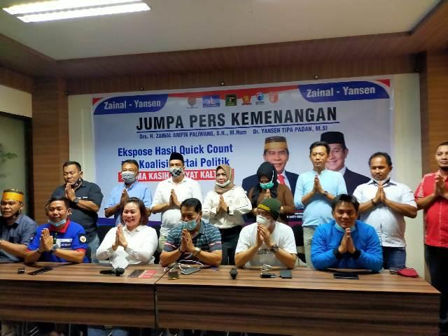 Zainal Arifin Paliwang bersama tim koalisi dan sejumlah relawannya saat melakukan konferensi pers di Hotel Tarakan Plaza, Rabu (9/12/2020) malam. (foto: jendelakaltara.co)