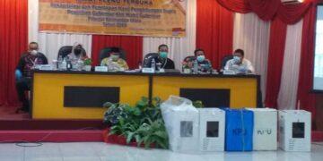 Rapat pleno terbuka KPU Kaltara dengan agenda rekapitulasi hasil perhitungan suara pemilihan Gubernur dan Wakil Gubernur Kaltara di Tanjung Selor, Kabupaten Bulungan, Jumat (18/12/2020). (foto: Istimewa)