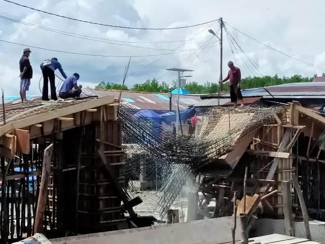 Kondisi konstruksi jembatan di Kelurahan Selumit Pantai ambruk, Senin (11/12/2020)