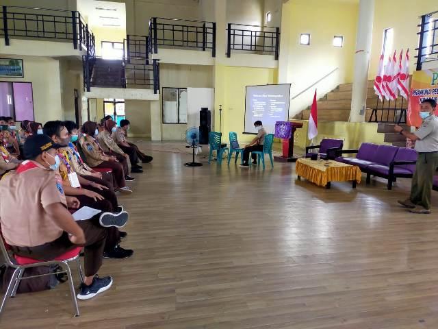 Peserta pelatihan Pramuka Peduli Bencana atau Brigade Penolong mendapatkan materi dari BPBD Tarakan, Senin (21/12/2020) di gedung KNPI Tarakan. (foto: jendelaklatara.co)