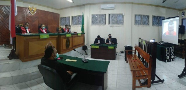 Sidang putusan perkara sabu dengan terdakwa oknum polisi Maluku, Mario Attihuta di Pengadilan Negeri Tarakan, Rabu (2)12/2020). (foto: Istimewa)