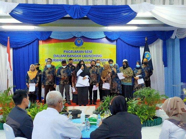 Penggiat di kelurahan Lingkas Ujung mengucapkan ikrar pada acara peresmian kelurahan BERSINAR di Balai Kelurahan Lingkas Ujung, Rabu (23/12/2020).