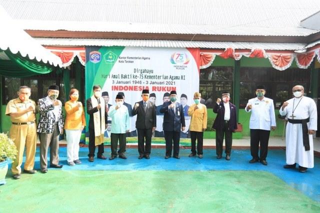 Wali Kota Tarakan dr. H. Khairul, M.Kes bersama unsur Forum Kerukunan Umat Beragama. (foto: Dok Humas Setda Tarakan)