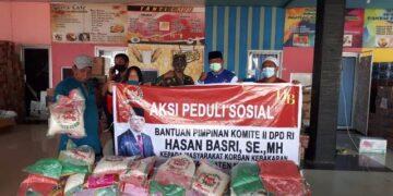 Bantuan beras dari Wakil Ketua DPD RI Hasan Basri SE, MH kepada warga terdampak kebakaran di Nunukan. (foto: Istimewa)