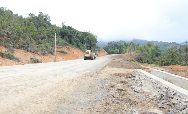 Pembangunan ruas jalan Krayan Induk-Long Midang yang didanai APBN. (foto: Humas Provinsi Kaltara)