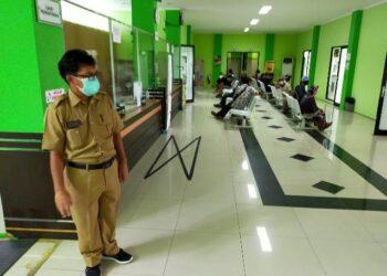 RSUKT masih melayani masyarakat yang membutuhkan pelayanan kesehatan, Senin (11/1/2021). (foto: jendelakaltara.co)
