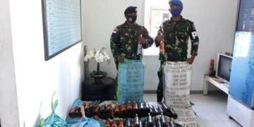 Barang bukti ratusan miras ilegal asal Malaysia diamankan di Mako Lanal Nunukan. (foto: Hasanuddin/jendelakaltara.co)