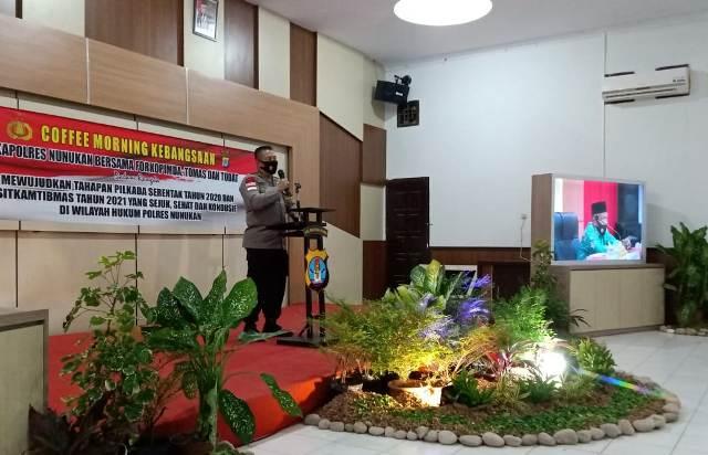 Kapolres Nunukan AKBP Syaiful Anwar S.IK saat menyampaikan arahannya di acara coffee morning, Selasa (26/1/2021). (foto: Istinewa)