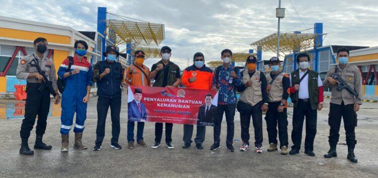 Rombongan bersiap berangkat membawa bantuan untuk warga terdampak banjir di Kecamatan Sembakung, Jumat (22/1/2021). (foto: Istimewa)