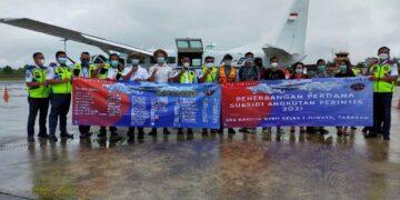Kepala Bandar Udara Juwata Tarakan Agus Priyanto meresmikan penerbangan perdana subsidi angkutan perintis untuk wilayah perbatasan Kaltara tahun 2021, Senin (11/1/2021). (foto: jendelakaltara.co)