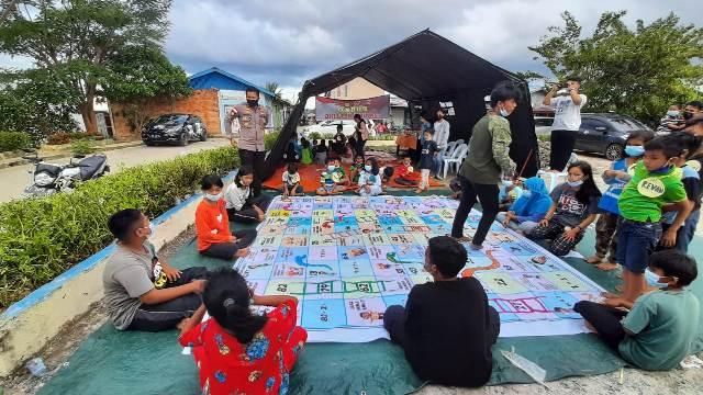 Kegiatan tim Trauma Healing di posko pengungsian warga terdampak kebakaran di Dermaga Inhutani, Pujasera Pasar Malam, Nunukan. (Hasanuddin/jendelakaltara.co)