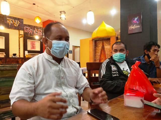 Muklis Ramlan (tengah) bersama anggota DPRD Kaltara Khaeruddin Arief Hidayat (kiri). (foto: Istimewa)