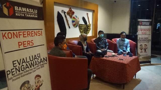Bawaslu Tarakan menggelar konferensi pers usai melaksanakan rakor bersama di Swiss-belhotel, Tarakan, Sabtu (23/1/2021).
