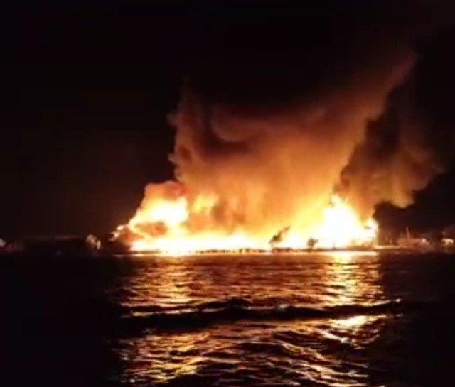 Api membara di pemukiman warga di pasar Inhutani Nunukan, Minggu (10/1/2021) sekira pukul 18.15 Wita. (foto: Istimewa)