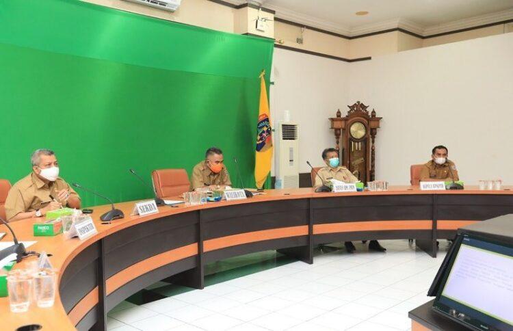 Wali Kota Tarakan dr. H. Khairul M. Kes dan jajarannya mengikuti entry meeting di ruang kerjanya, Senin (1/2/2021).