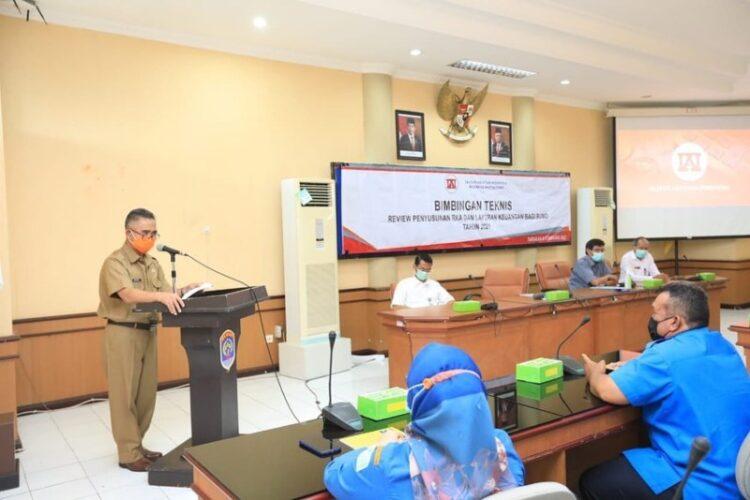 Wali Kota Tarakan dr. H. Khairul M.Kes menyampaikan sambutan pada Bimtek Review Penyusunan RKA dan Laporan Keuangan bagi BUMD di Ruang Imbaya Kantor Wali Kota Tarakan, Selasa (9/2/2021).