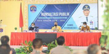 Wali Kota Tarakan dr. H. Khairul M.Kes membuka konsultasi publik rancangan awal RPJMD Kota Tarakan 2019-2024 di Gedung Serbaguna Kantor Wali Kota Tarakan, Kamis (18/2/2021). (foto: Humas Setda Tarakan).