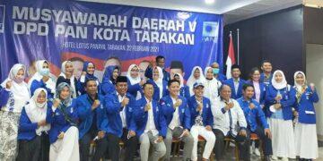 Ketua DPW PAN Kaltara Ibrahim Ali dan kader PAN di Tarakan. (foto: Istimewa)