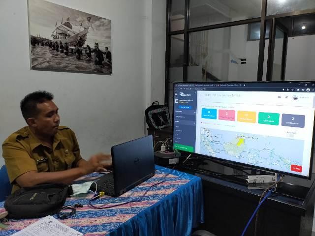 Aduan masyarakat melalui aplikasi Qlue dan e-Lapor dipantau di Kantor Diskominfo, Statistik dan Persandian Tarakan. (foto: jendelakaltara.co)