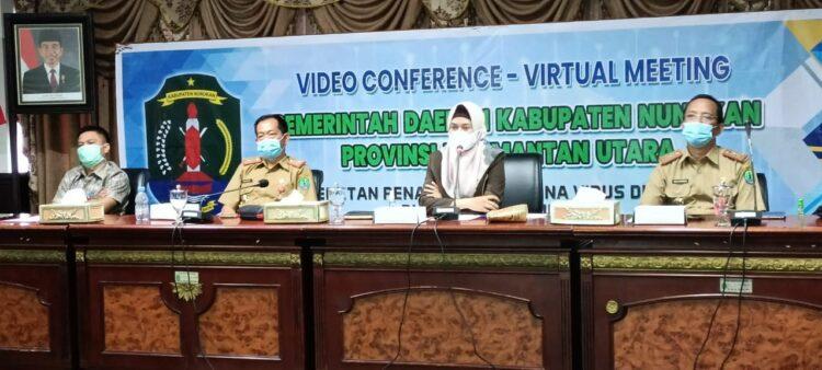 Bupati Nunukan Hj. Asmin Laura Hafid SE, MM beserta jajarannya mengikuti entry meeting secara virtual BPK Perwakilan Kaltara, Senin (1/2/2021). (foto: Humas Setda Nunukan)