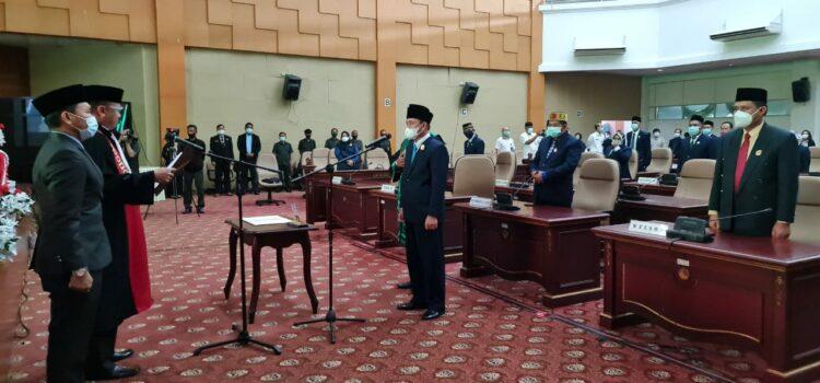 Pengucapan sumpah dan janji Wakil Ketua DPRD Nunukan, dipandu Ketua Pengadilan Negeri Nunukan Rakmad Dwinanto, SH. (foto: Publikasi dan Dokumentasi DPRD Nunukan).