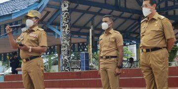 Gubernur Kaltara Zainal Arifin Paliwang didampingi wakilnya Yansen TP saat memimpin apel perdana bersama ASN di lingkungan Pemprov Kaltara di Lapangan Agathis, Tanjung Selor, Senin (22/2/2021) pagi. (foto: Media Relasi ZIYAP)
