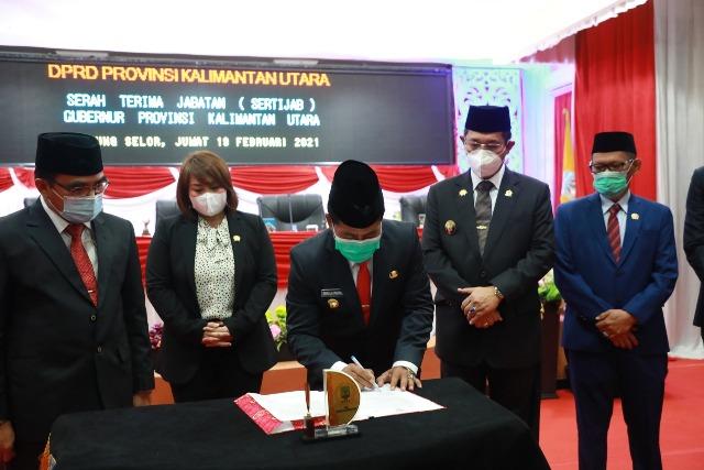 Gubernur Kaltara H. Zainal Arifin Paliwang, Wakil Gubernur Kaltara Yansen TP bersama pimpinan DPRD Kaltara dan Sekprov Kaltara, Jumat (19/2/2021). (foto: Istimewa)