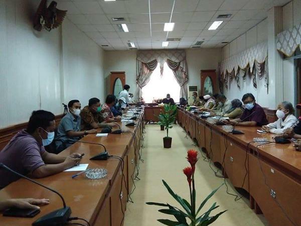 Hearing peternak ayam lokal dengan anggota DPRD Nunukan, Senin (15/2/2021).  (foto: Istimewa)