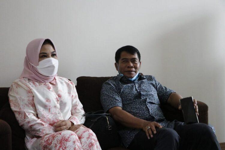 Gubernur Kaltara Drs. H. Zainal Arifin Paliwang SH M.Hum bersama istri Hj. Rachmawati melakukan tes PCR di RSU Bunda Jakarta Pusat. (foto: Istimewa)