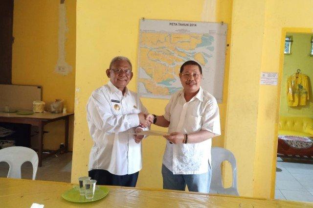 Effendhi Djuprianto (kiri) bertemu dengan Ketua DPD Tingkat II Partai Golkar Tarakan Tigor Nainggolan. (foto: Istimewa)