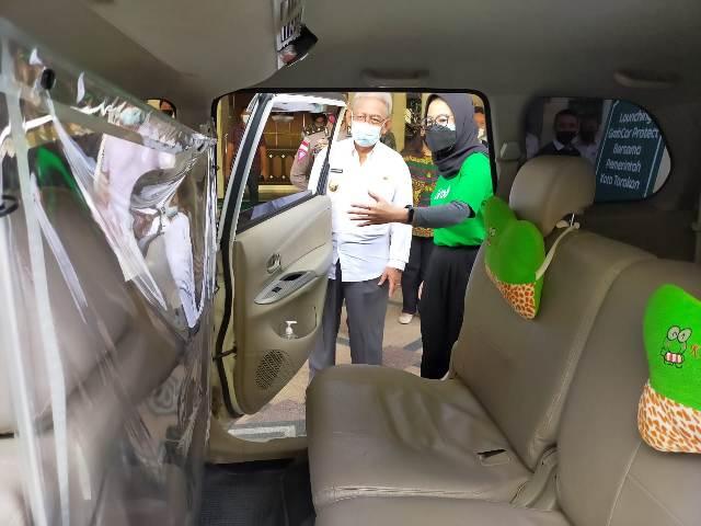 Wakil Wali Kota Tarakan Effendhi Djuprianto melihat layanan Grab Car Protect. (foto: jendelakaltara.co)