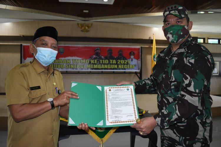 Sekda Bulungan Drs. Syafril (kiri) bersama  Komandan Kodim 0903/Tsr Kol Inf Sapta Marwindu Ibraly, S.IP. (foto: Humas Setda Bulungan)