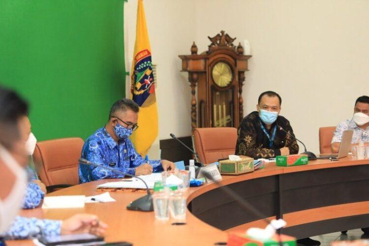 Wali Kota Tarakan Khairul memimpin audiensi dengan manajemen Garuda Indonesia TBK di Ruang Kerja Wali Kota Tarakan, Rabu (17/3/2021). (foto: Humas Setda Tarakan)