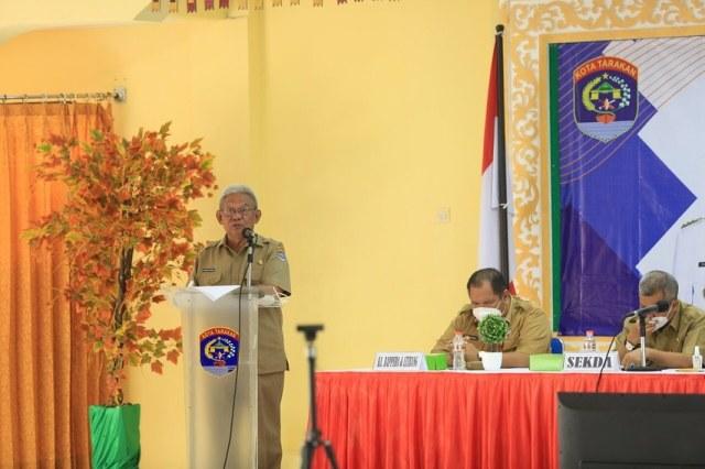 Wakil Wali Kota Tarakan Effendhi Djuprianto menyampaikan arahan di hadapan peserta Musrenbang RPKD di Gedung Serbaguna Kantor Wali Kota Tarakan, Selasa (30/3/2021).  (foto: Humas Setda Tarakan)