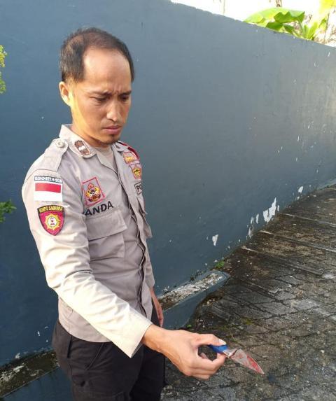 Polisi menemukan barang bukti pisau. (foto: Polsek Nunukan)